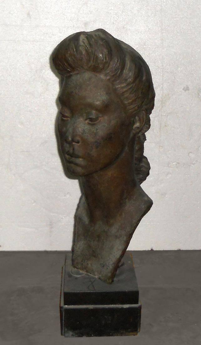 Obra ampliada: Cabeza de mujer - María Carmen Portela de Sosa